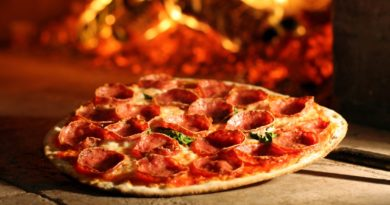 Open till 4 am, here at Malaviya Nagar you create your pizza from crust to cheese