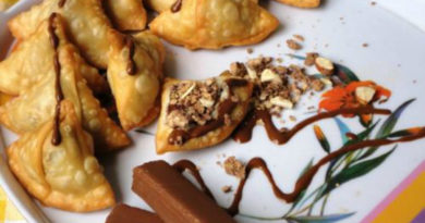 These Are The Most Insane Blackcurrant And Chocolate Samosas You Will Ever Find!