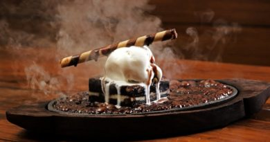 Startin' INR 99 Devour Big Scoops Of Ice Cream Sizzlers With Brownies!