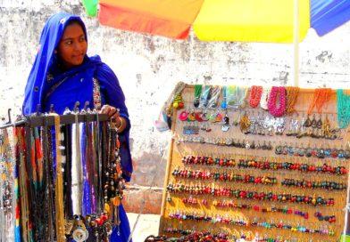 Beat The Heat – Sarojini Nagar Market Just Went Online & It's Giving Some Mad Deals!