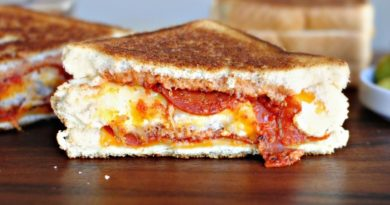 You Only Need INR 40 In Your Pockets To Hog On These Pizza Sandwiches!