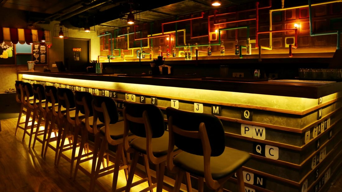 Noida's Only Bar Exchange Is Giving Beer & Vodka Shots For INR 95! *SCOOT* People!