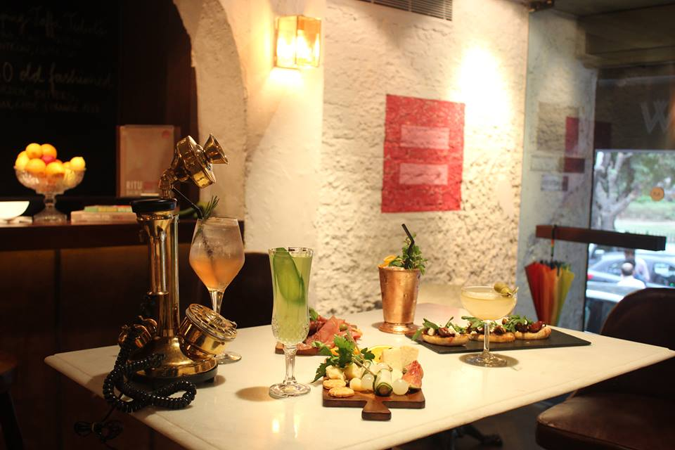 Delhi's New Cocktail Bar Serves Drinks Like She Likes It Dirty & The Happy Hickey!