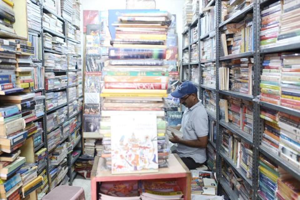 With Thousands Of Priceless Books, One Of Delhi's Oldest Libraries Is A Bibliophile Heaven!