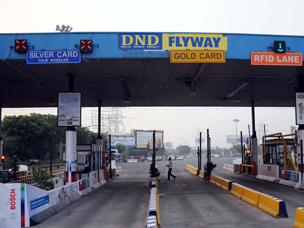 DND Toll Vandalised Due To Ongoing Padmaavat Protests!