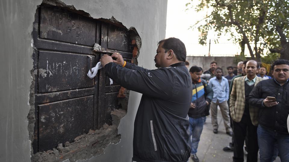 After Khan Market, 130 Shops Shut In Meharchand Market!