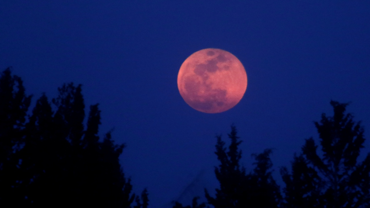 lunar eclipse-smartphone