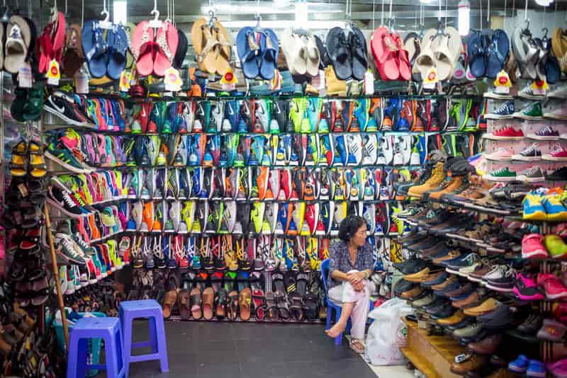 fe77f36ef9c Wholesale-shoe-market-in-Delhi-at-Tank-Road- DforDelhi
