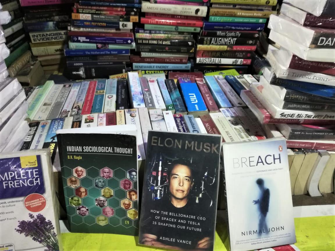 Book store Saket DforDelhi